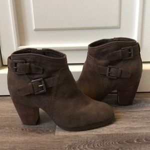 Crown Vintage Brown Booties size 6 1/2